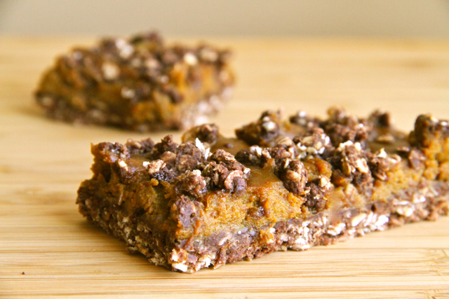 Healthy Pumpkin Pie Oatmeal Bars