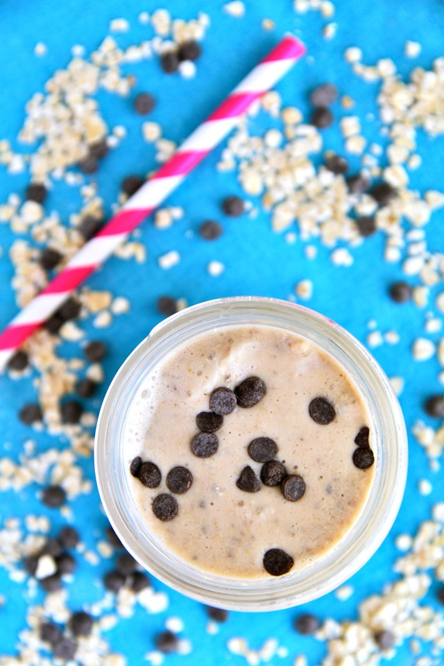 Oatmeal Cookie Dough Smoothie -- A thick and creamy smoothie that's reminiscent of a comforting oatmeal cookie. Recipe at runningwithspoons.com || #smoothie #vegan #healthy