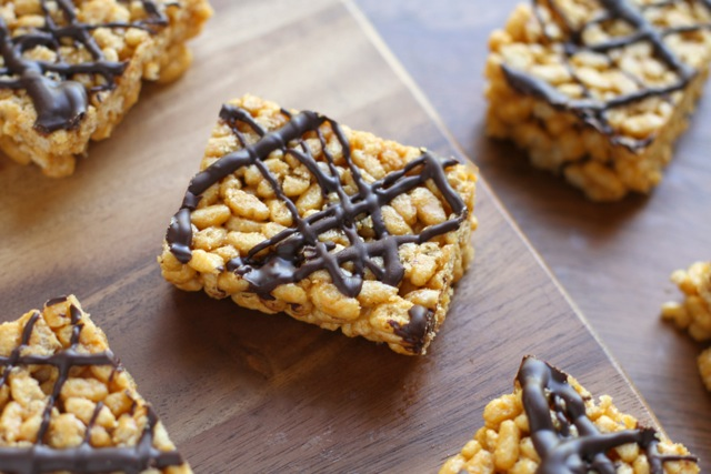 Healthy Rice Krispie Treats - this childhood favourite is made with NO marshmallows or butter, but tastes just as delicious as the original | runningwithspoons.com #glutenfree #vegan #snack #recipe