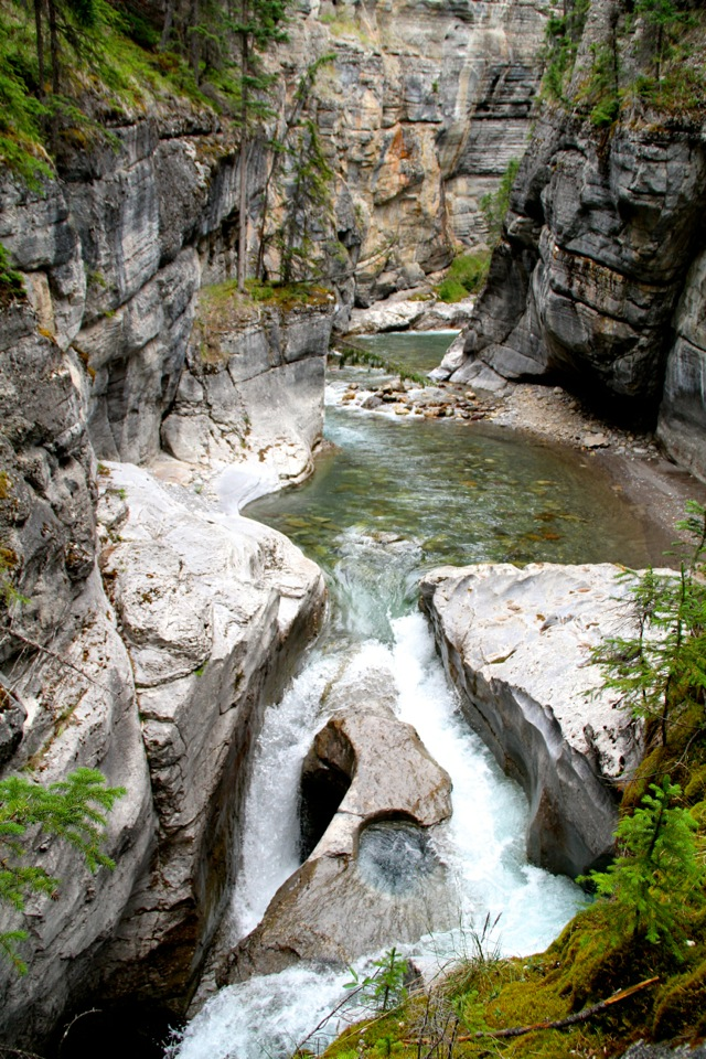 Maligne Canyon4