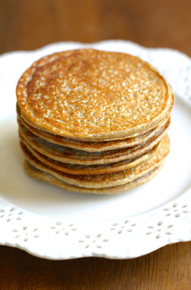 Apple Oat Greek Yogurt Pancakes -- lighty, fluffy, and gluten-free. A ...