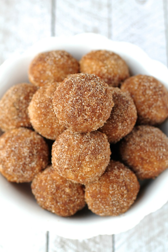 Baked Snickerdoodle Donut Holes -- the goodness of cinnamon and sugar baked into a soft and pillowy donut hole || runningwithspoons.com #snickerdoodle #donuts