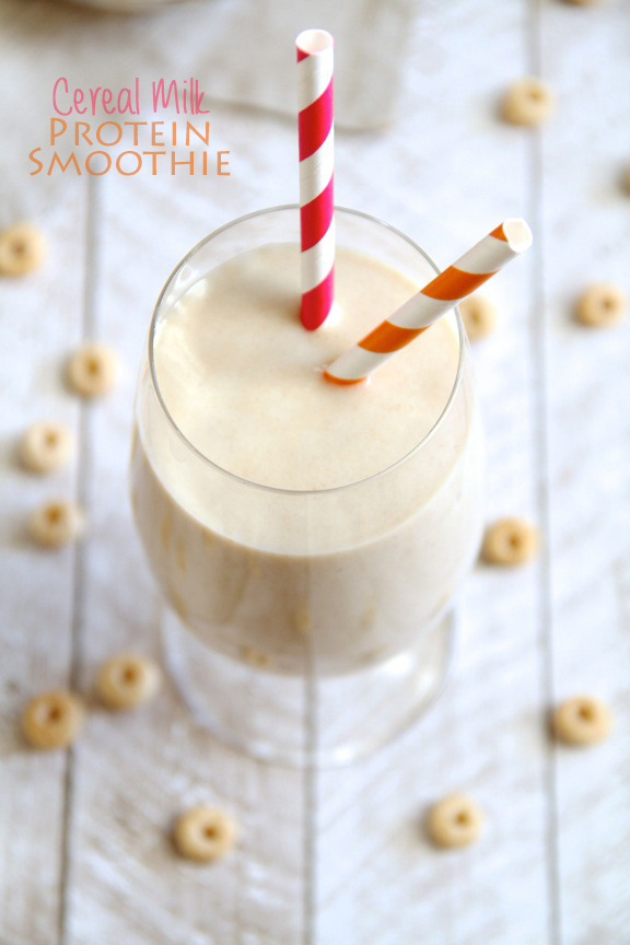 Cereal Milk Protein Smoothie -- enjoy the taste of your favourite cereal in this protein-packed thick and creamy smoothie! || runningwithspoons.com