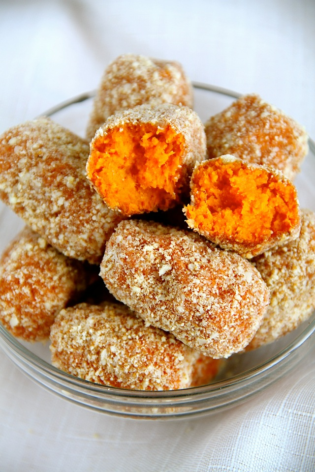 Baked Cinnamon Sugar Sweet Potato Tots -- crispy, tender, and loaded with sweet cinnamon flavour! || runningwithspoons.com #vegan #glutenfree