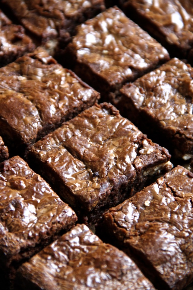 Soft, fudgy, and LOADED with chocolate, these Flourless Candy Bar Brownies are a great way to use up that leftover Halloween, Christmas, or Easter candy! The perfect dessert for any chocolate lover. || runningwithspoons.com #chocolate #brownies #candy #dessert