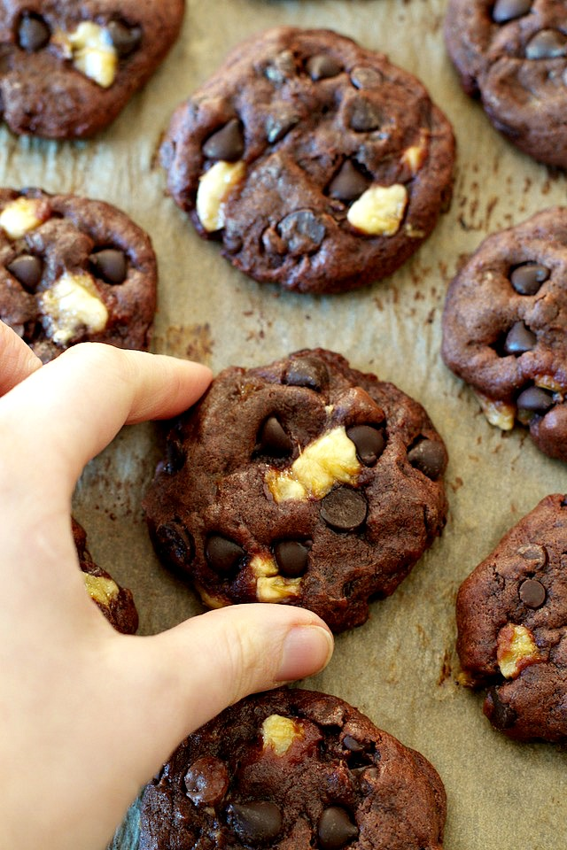Soft and chewy without being the least bit cakey! These healthier Double Chocolate Banana Cookies are vegan and refined sugar free, but so fudgy and flavourful that you'd never be able to tell they were healthy! | runningwithspoons.com #cookies #chocolate #healthy #vegan