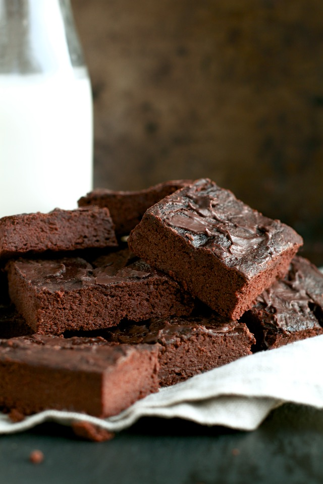 healthy chocolate lover's blender brownies