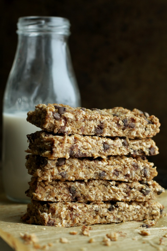 Soft and Chewy Banana Bread Granola Bars | running with spoons