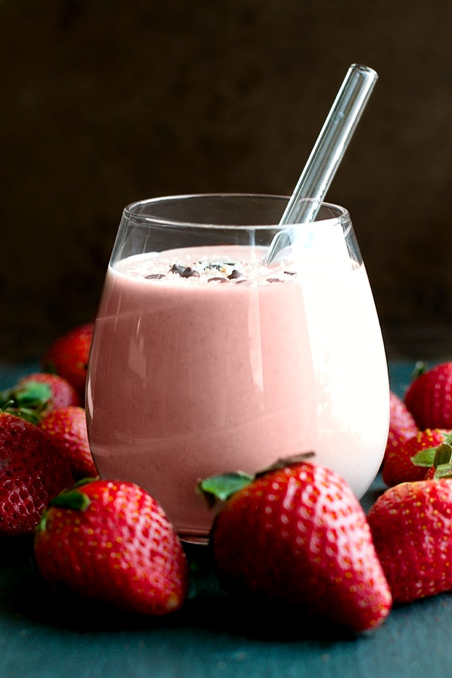 Strawberry Shortcake Overnight Oatmeal Smoothie