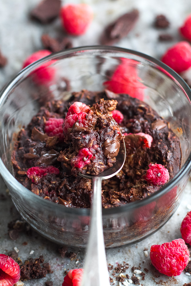 Dark Chocolate Raspberry Breakfast Bake - sweetly tart raspberries paired with rich dark chocolate in a single-serve vegan breakfast bake that's guaranteed to keep you satisfied all morning! | runningwithspoons.com #recipe #healthy #vegan #glutenfree