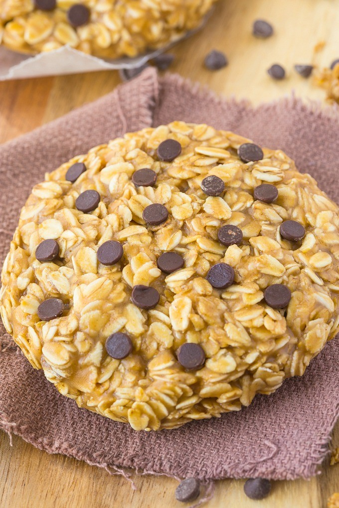 Healthy No Bake Giant Cookie (for one) via The Big Man's World.