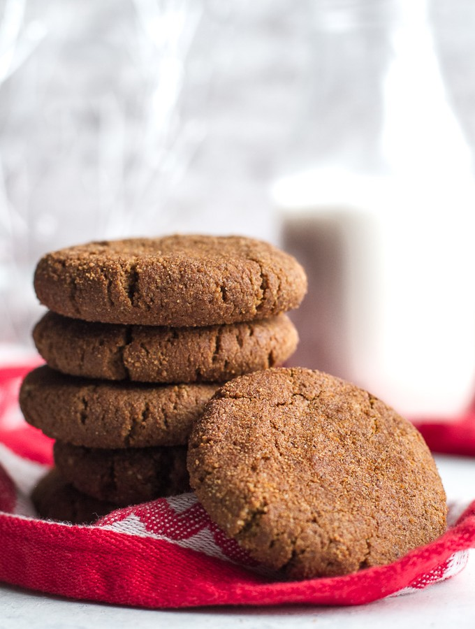 Flourless Gingerbread Cookies